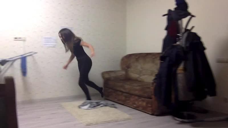 Тоня бегает