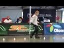 Одиннадцати летняя девочка на роликах!! Очень красивое катание