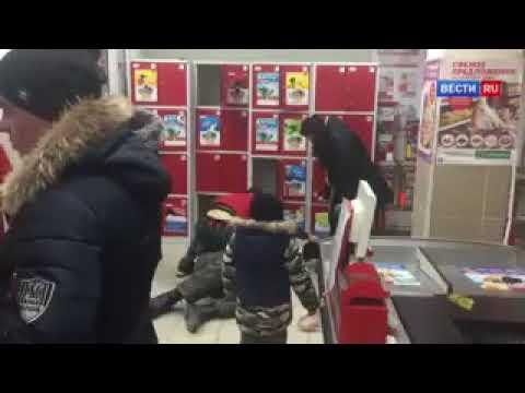 Драка посетителя и сотрудника магазина Магнит из-за телефона