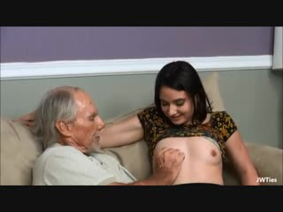 Дед поимел молоденькую девушку. старик трахает молодую. старик лижет письку. инцест, эротика, юная студентка, после уроков, sex.