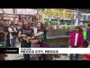 NC Оперные певцы поют на рынке в Мехико