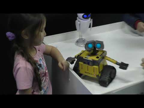 Валл и и Ева Wall e and Eva городроботов