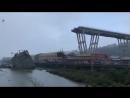 ВГенуе обрушился автомобильный мост высотой 45 метров. Погибли десятки человек — Meduza
