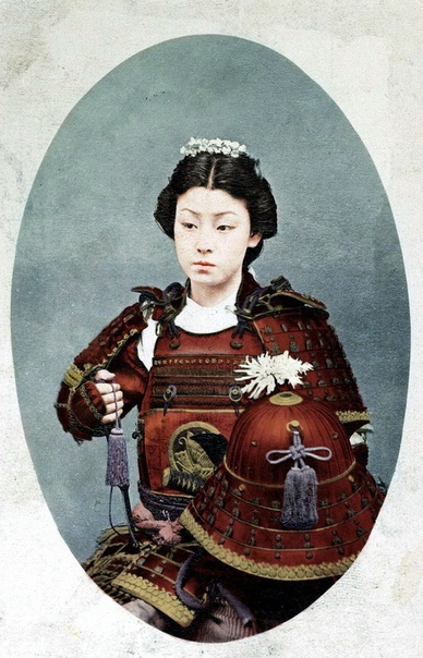 ОННА-БУГЭЙСЯ, ЖЕНЩИНА-САМУРАЙ Собственно в японском языке нет такого слова как женщина-самурай. Потому что определение самурай подразумевает только мужчину, без вариантов. Слово буси также