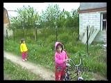 14. 2001 май Аня научилась на велосипеле