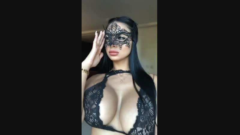 Фигуристая красивая в прямом эфире Live instagram