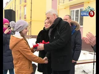 Долгожданный подарок: ключи от своих квартир получили дети-сироты