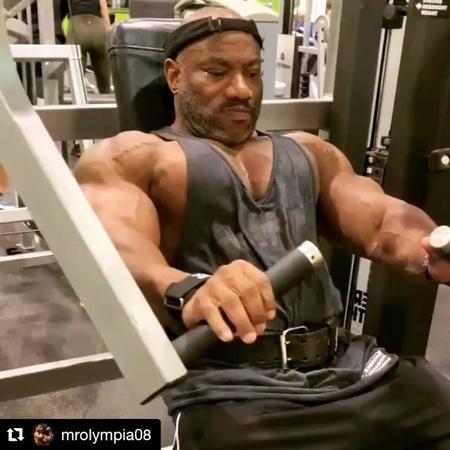 """Alexander_Pasko on Instagram: """"Ну, кто там за бери побольше и кидай подальше?!😈🤣 Давайте, расскажите 49 летнему дядьке, грудные которого уже в по..."""