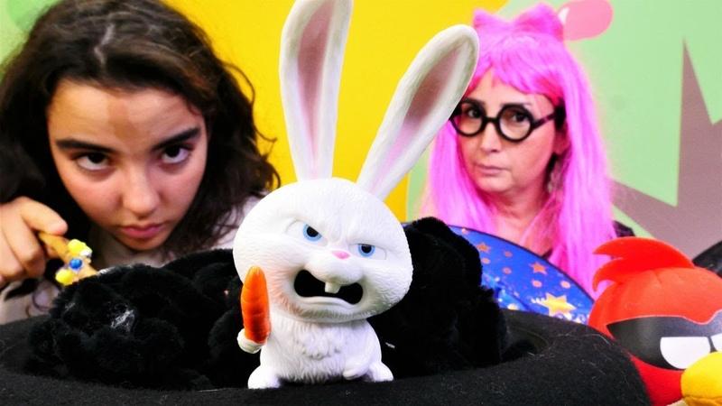 Cadı Mina şapkadan tavşan çıkarıyor! Sihir yapma