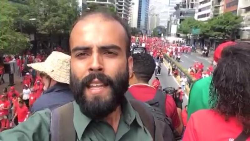 Multidão vai às ruas de Caracas em apoio a Maduro