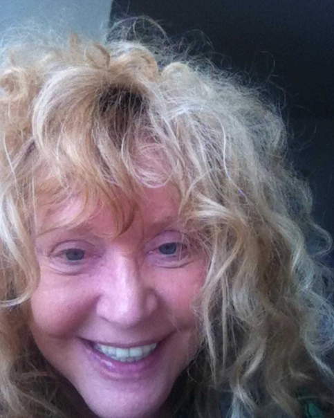 Смелая Алла Пугачева бросила вызов молодым красавицам, поделившись селфи без парика и макияжа Алла Пугачева несмотря на свой преклонный возраст не стесняется демонстрировать себя без макияжа.