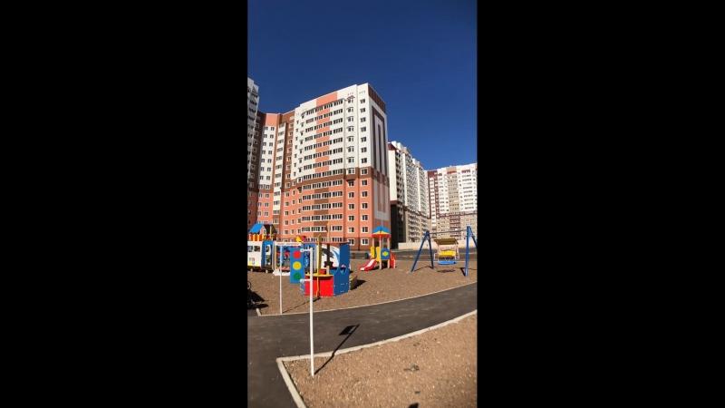 Детская площадка в 4 доме ЖК Победа. Сдача дома - октябрь 2018 года. Цены - от 1.420.000 рублей. 59-04-59, 45-90-08, 90-81-83, 92-04-53