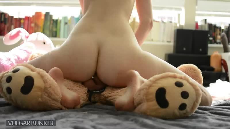 Смотреть порно с плюшевым зайцем — photo 12