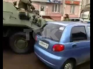 В Курске столкнулись четыре лекговушки и два БТРа