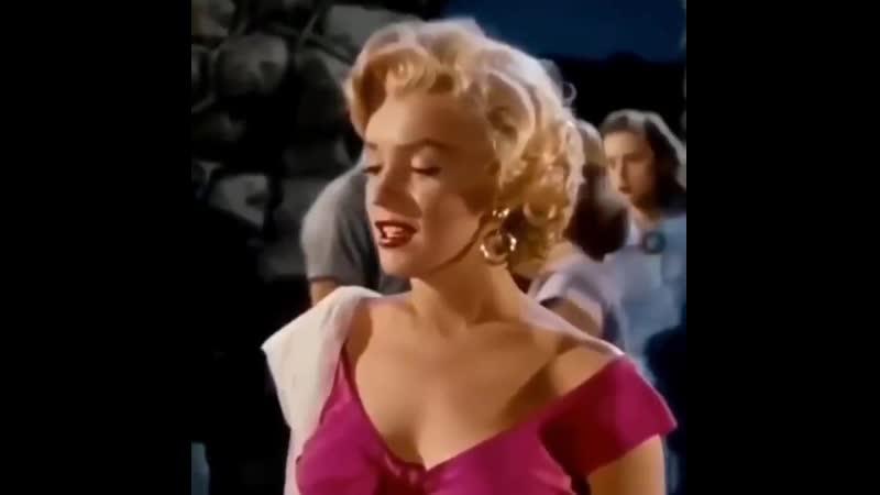 Marilyn monroe plays 'mine' by slayyyter