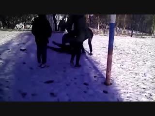 Прыгали на голове: в Новошахтинске компания школьников избила новенького и сняла всё на видео