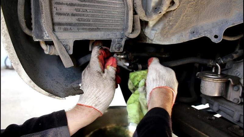 Подтеки масла возле радиатора вариатора Nissan Murano Z51 Ниссан Мурано 2010 года