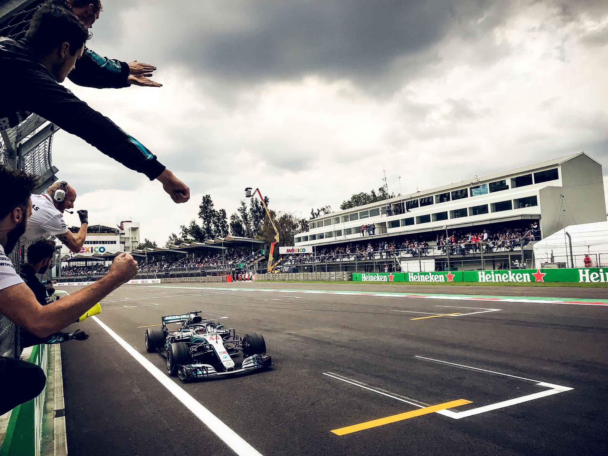 Льюис Хэмилтон выигрывает чемпионат мира по Формуле-1 2018 года