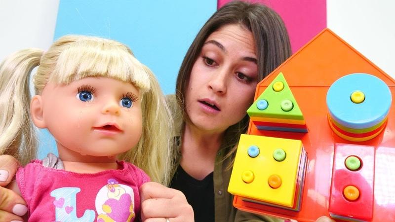 Gülün yeni eğitici oyuncaği. Ayşe ile bebek bakma oyunu. Geometrik ev - şekilleri öğrenelim!