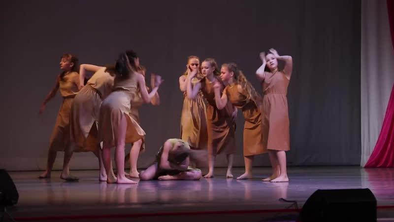 Группа современного танца Анастасии Корабек 8 класс А девушки гадали