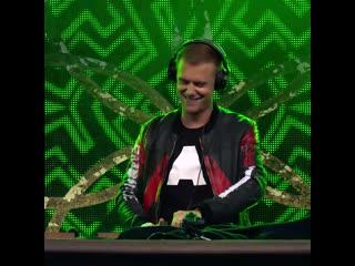 Armin van buuren vs. human resource - dominator live at tomorrowland 2019