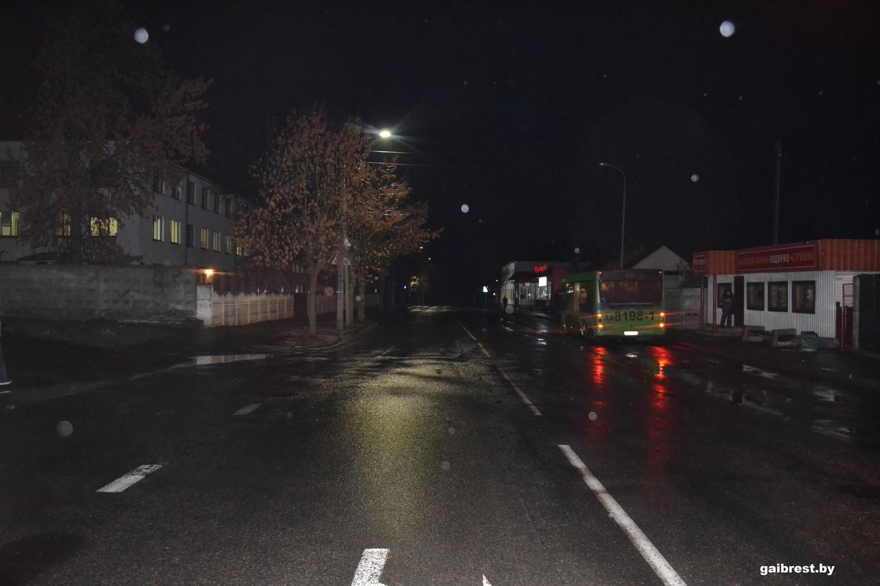 На ул. Красногвардейской в Бресте водитель сбил женщину и скрылся с места происшествия