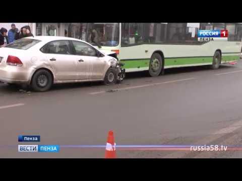 В Пензе выясняют обстоятельства аварии с участием автобуса №70 и такси