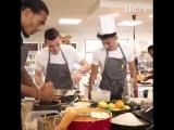 Игроки «Ливерпуля» на кухне <3