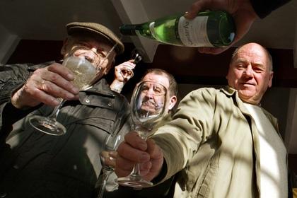 Алкоголь оказался полезным для пожилых людей  Умеренное упо