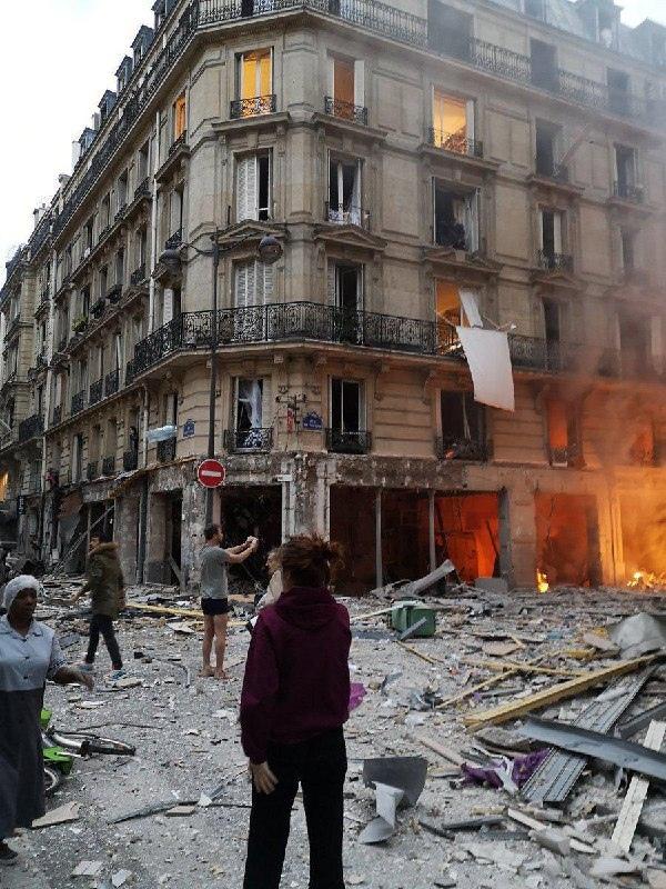 В Париже из-за утечки газа взорвалась пекарня.    По предвар