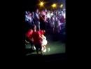 Кира танцует с мальчиками в танце по 3 человека плохая запись