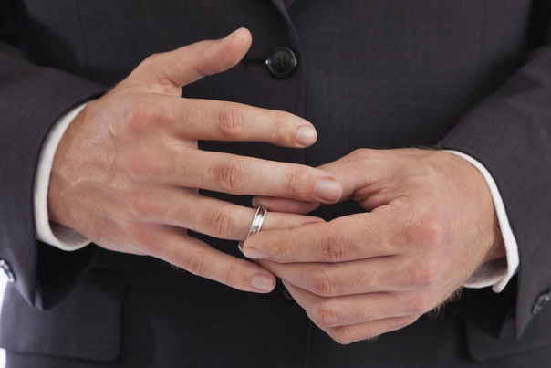 Почему жнатые мужчины считаю брак - подвигом Мужчины с обручальным кольцом на пальце всегда внушали мне какое-то особое доверие. Долгое время я не мог понять, почему. Я часто путешествовал