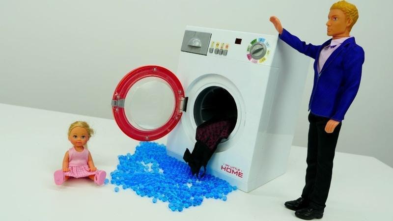 Evi e a máquina de lavar. Barbie vídeos em português.