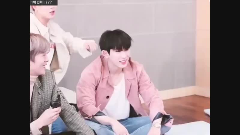 Looool the Buff boy is ticklish... 😂😂😁😁😁😁 .. .. ... monstax shownu wonho minhyuk kihyun hyungwon jooheon changkyun monb
