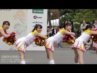 Японские школьницы-черлидерши танцуют в белых юбочках. チアダンスサークル sweetiez 女子大生チーム 京都学生祭典2015