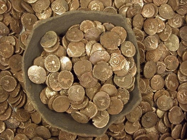 Metal Detecting UK, Nokta Anfibio Multi finds Silver, CTX3030 finds relics in South Wales