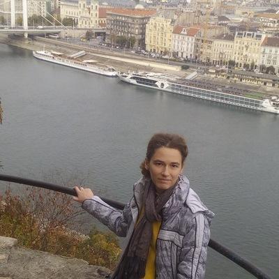 Полина Пекер