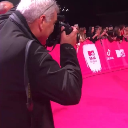 "LITTLEMIX.PT 🇵🇹❤️ on Instagram ""OMG I HAD A HEART ATTACK NOW 😭 😍 The girls tonight on red carpet at MTVEMAs 💕 LittleMixAtEMAs mtv mtvawards..."