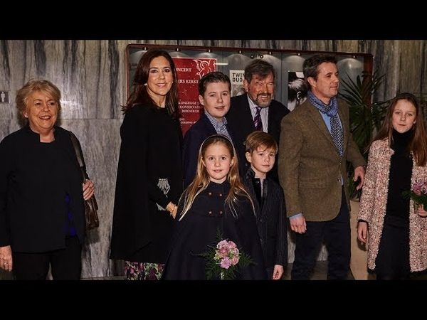 Kronprinsesse Mary og kronprins Frederik med familien til julekoncert