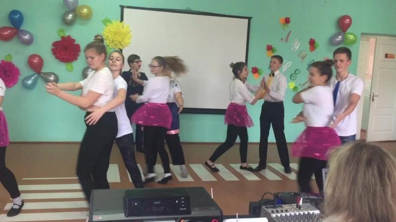 Танец вожатского отряда на «День учителя»