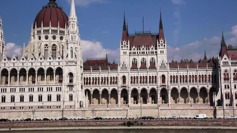 Взгляд на здание венгерского парламента.