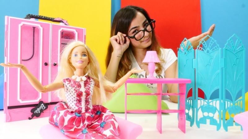 Barbie giyim mağazasını dekore ediyor. Çocuk videoları