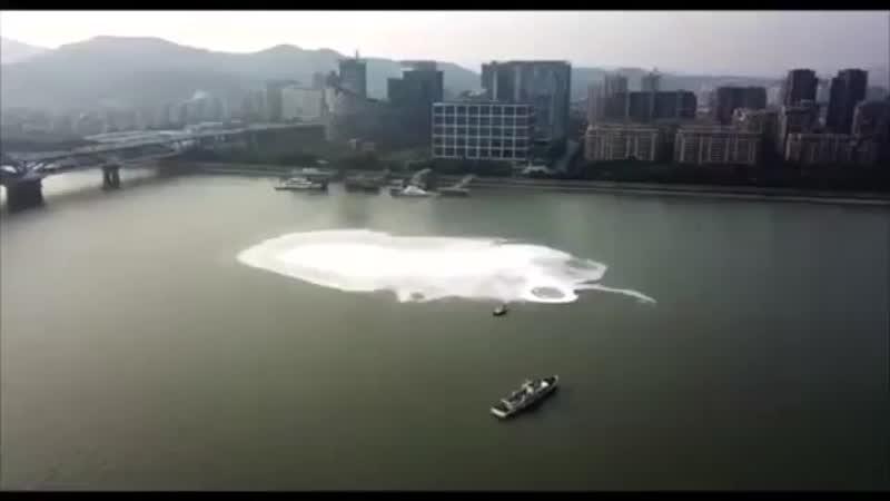 Видеозапись В Китайской реке появился таинственный водоворот