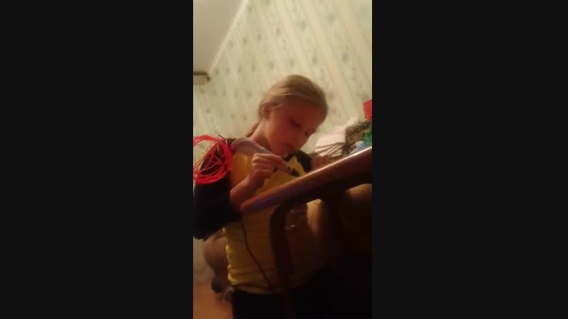 Дочка с 3D ручкой