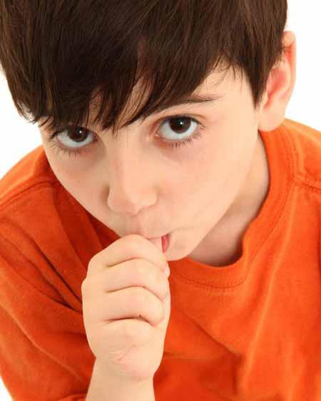 Детский стоматолог может дать совет родителям, чьи дети все еще имеют привычку сосать большой палец.