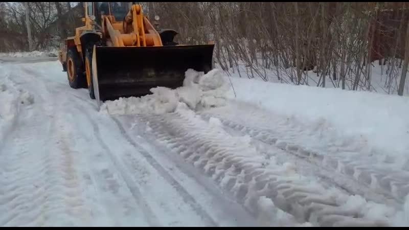 Снегоуборочные работы на улице Флотской