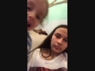 Сижу с племянницей