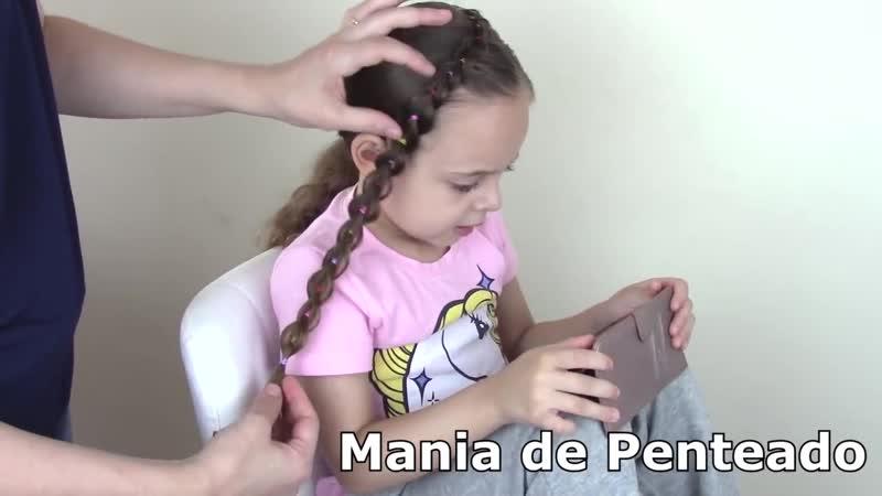 Penteado Infantil lateral com ligas coloridas em amarração ou trança falsa