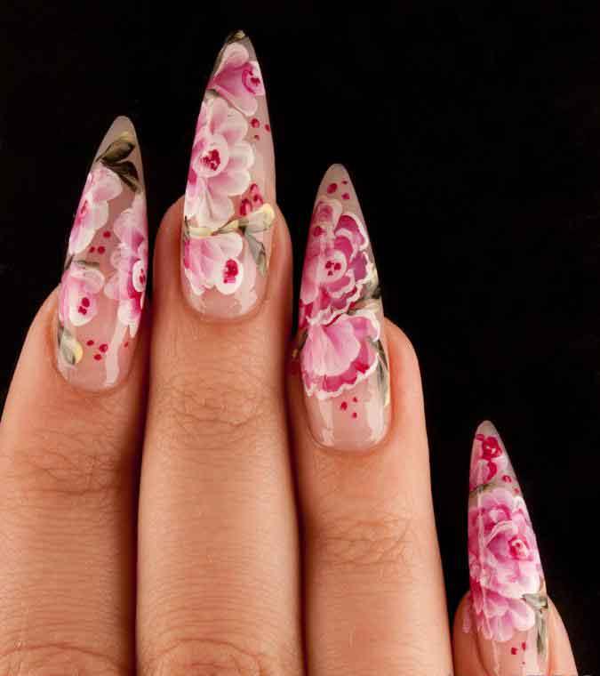 Искусственные ногти применяют маникюрши