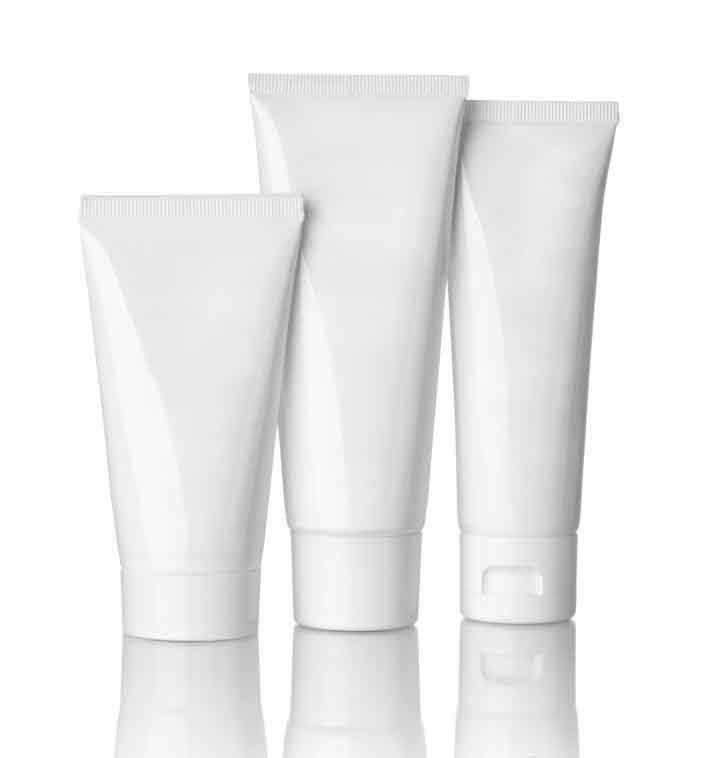 Косметология также может включать услуги по уходу за кожей